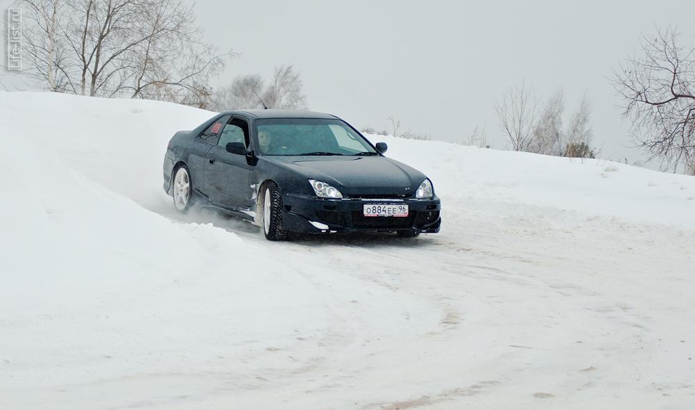 черная машина спринт в городе Березовский