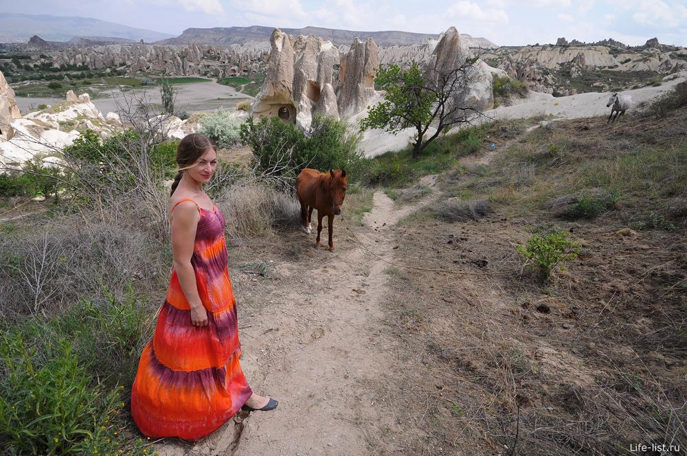Скалы и девушка в Гереме