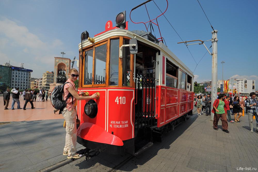 Старый трамвай в Стамбуле