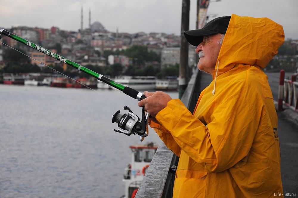 Старый рыбак в Турции