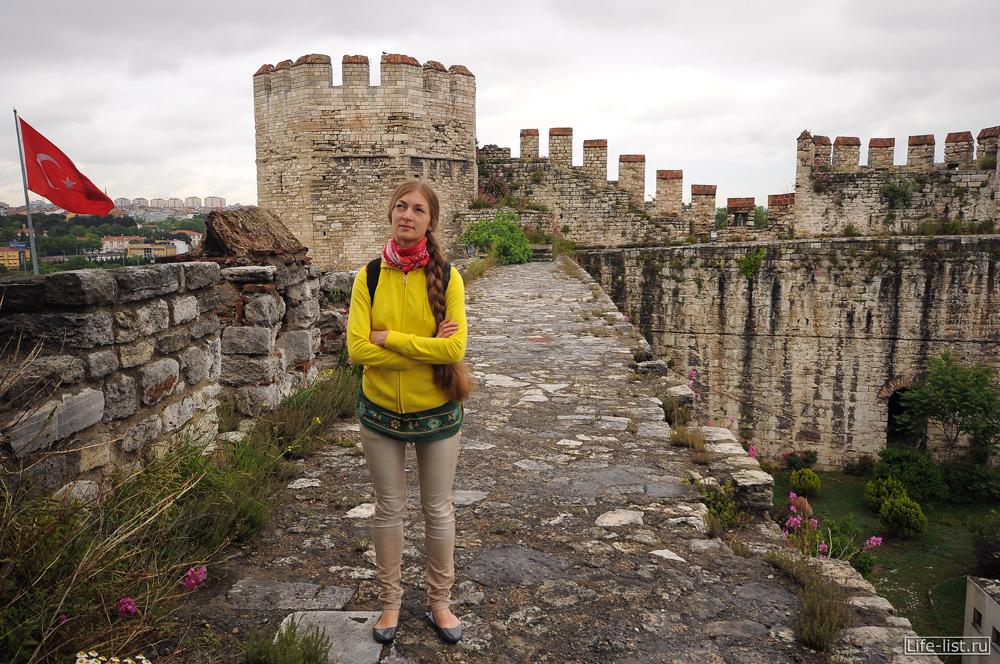 суровая готичная Крепость в стамбуле