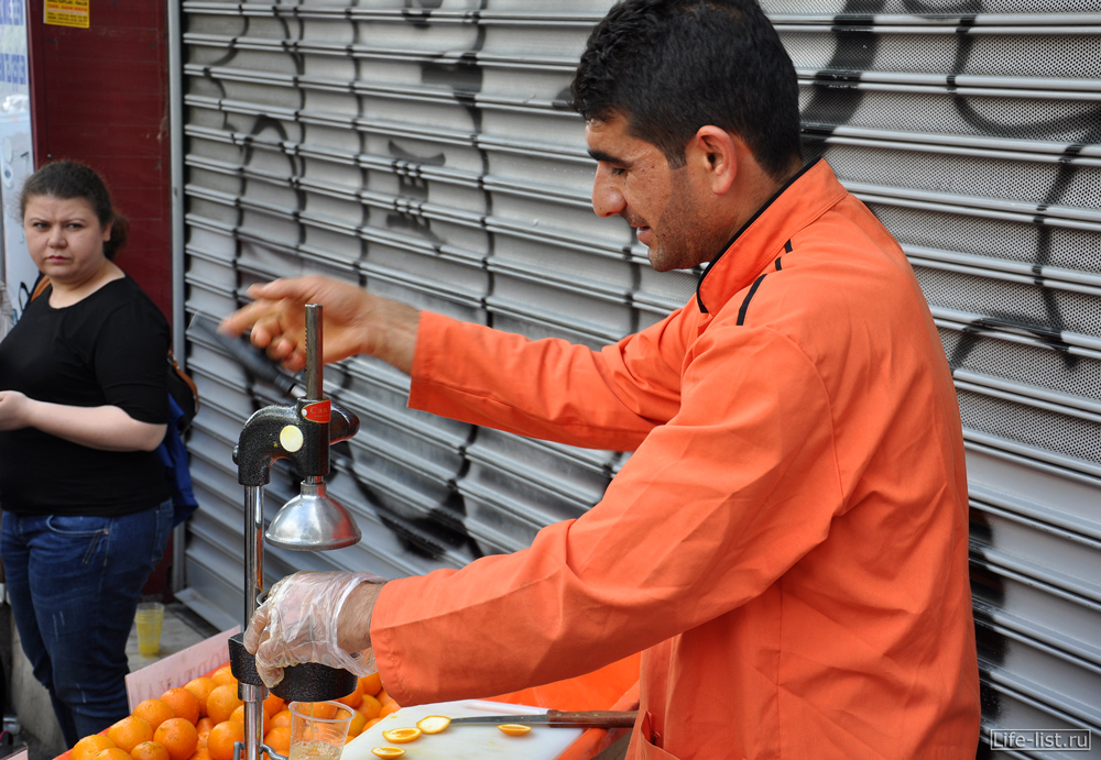Турция стамбул продавец сока на улице