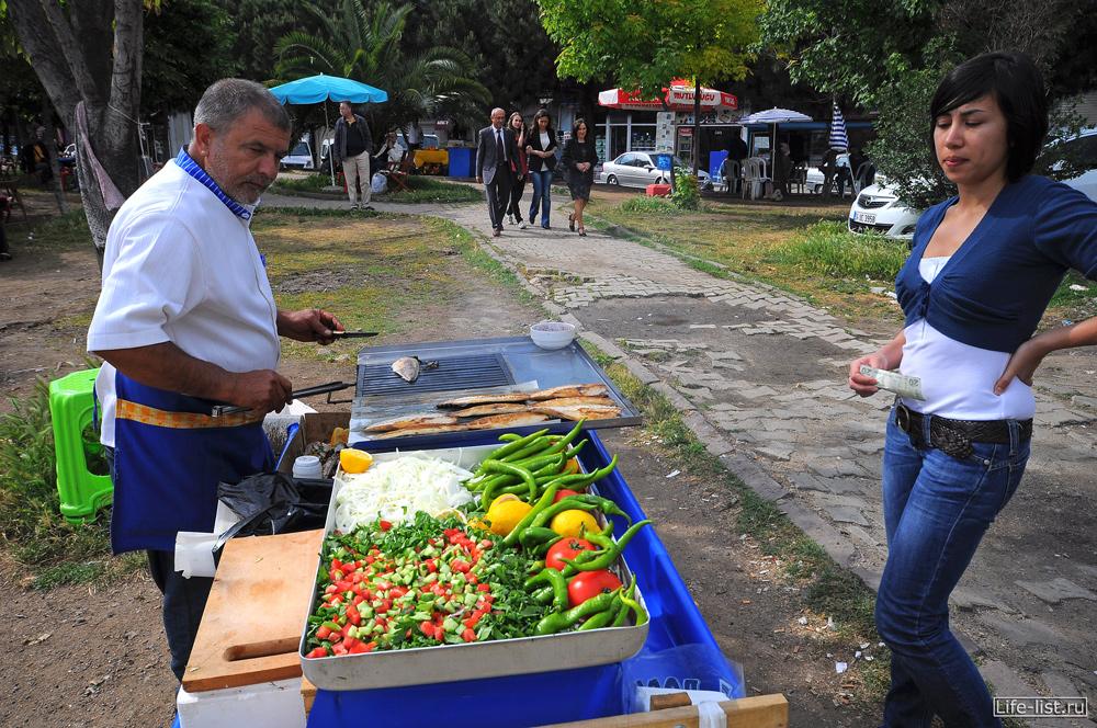 Продавец рыбного екмека балик стамбул