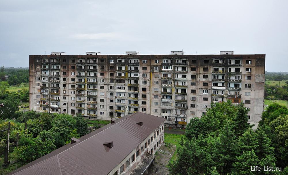 полузаброшенные дома в Сухум брошенные квартиры фото Виталий Караван