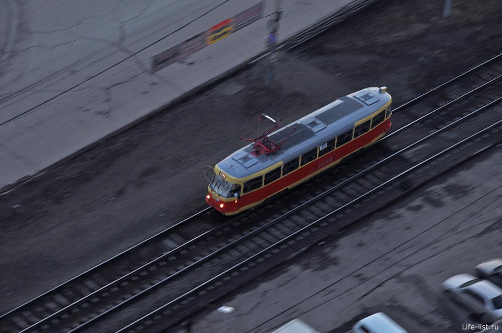 Трамвай едет Екатеринбург