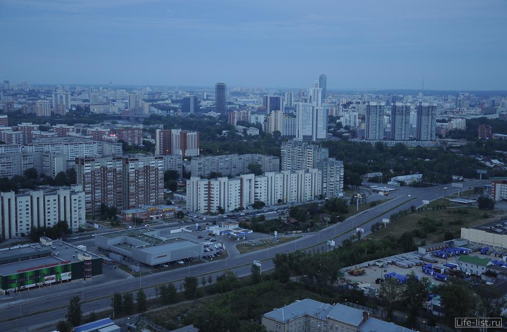 вид на улицу халтурина и бебеля в Екатеринбурге