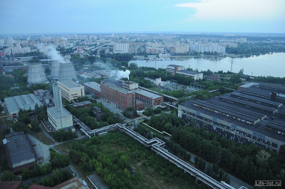 вид с трубы на визовский завод градирни цеха Екатеринбург