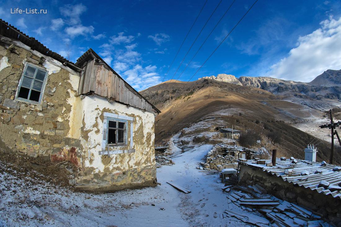 дом пасечника в горах Ингушетии Кавказ