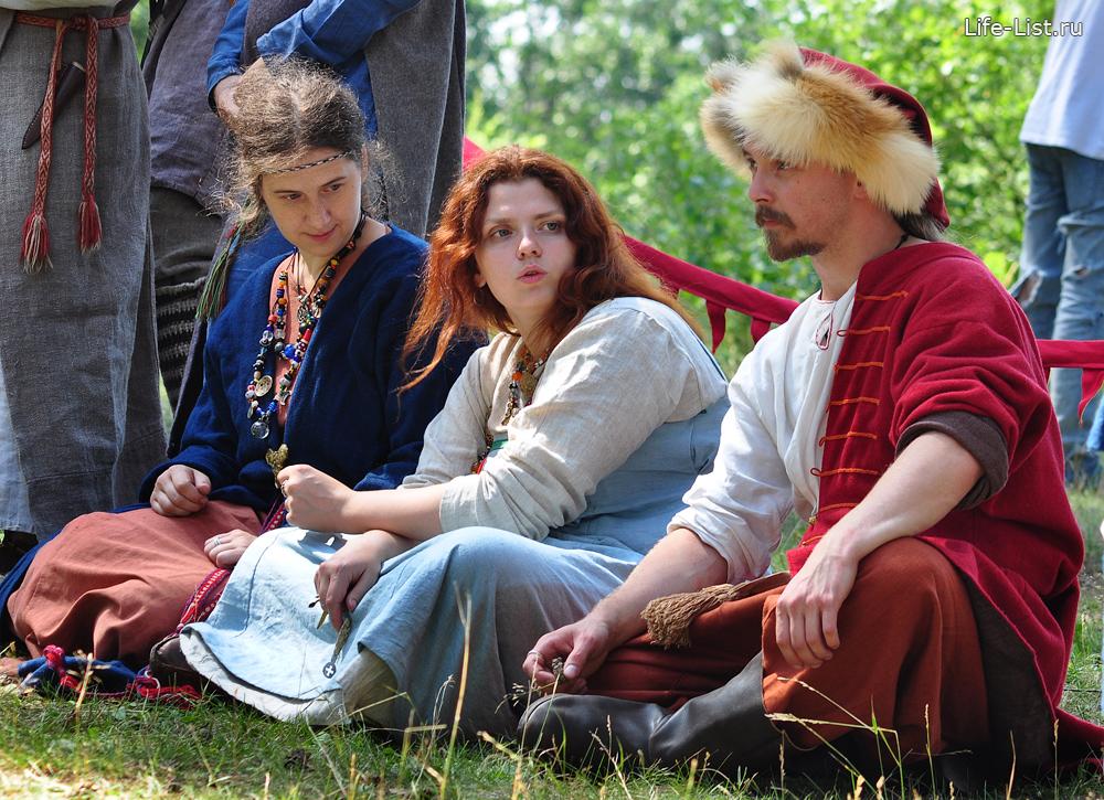 девушки в средневековых одеждах фестиваль исторической реконструкции варяги