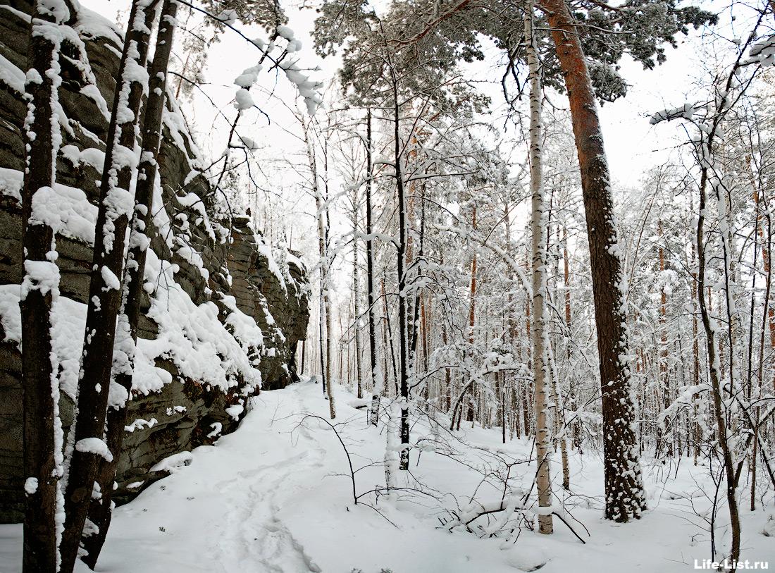 Свердловская область скалы Вороний камень фото