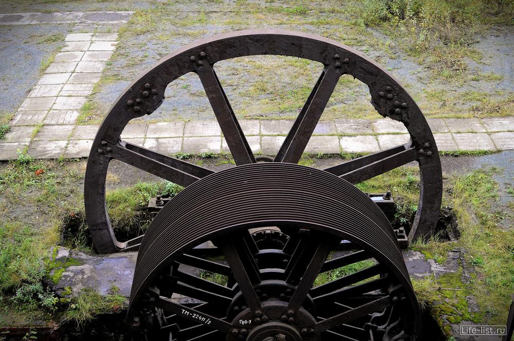 колесо плотины на заводе музее в Нижнем Тагиле