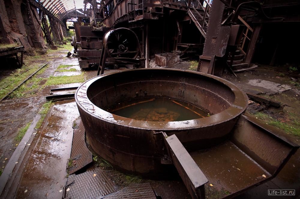 чаша металлическая огромная на заводе музея имени Куйбышева