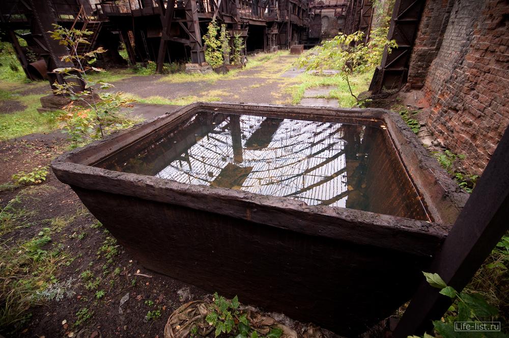 огромная ванна в мартеновском цеху на заводе музее в Тагиле фото