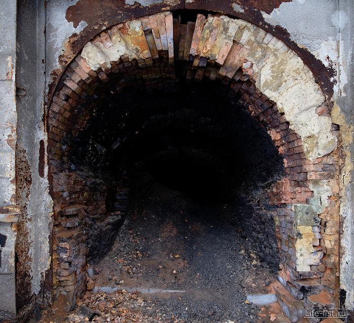 Мартеновская печь старая на металлургическом заводе в Тагиле