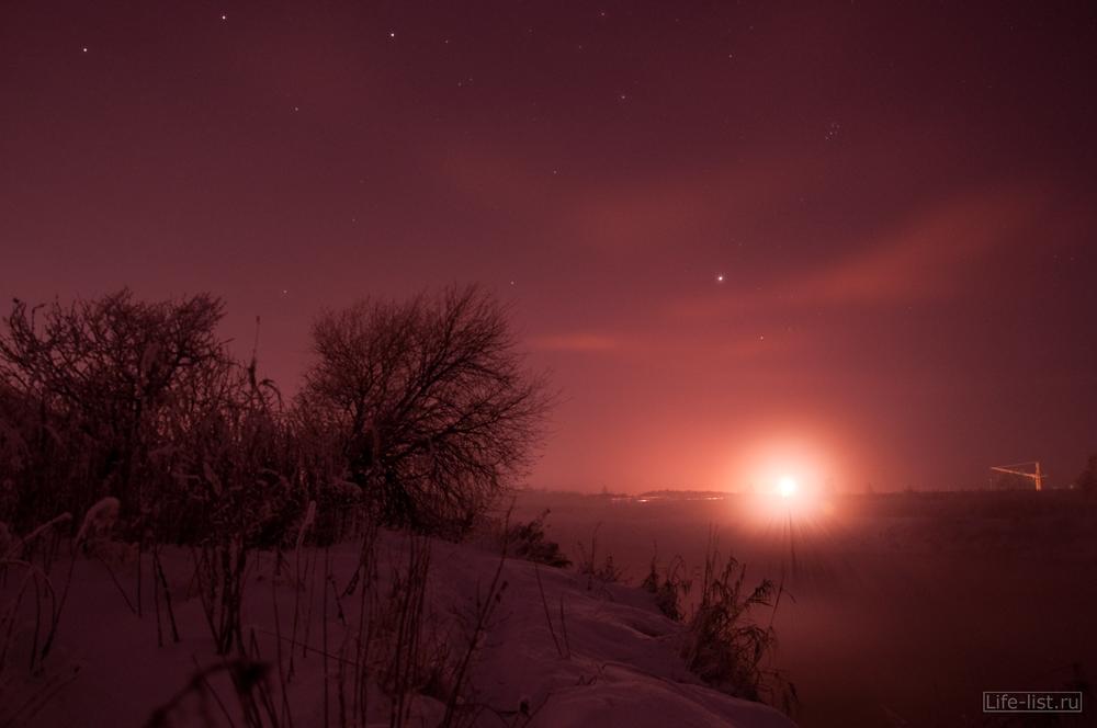 Красивая фотография ночной снимок на реке Исеть
