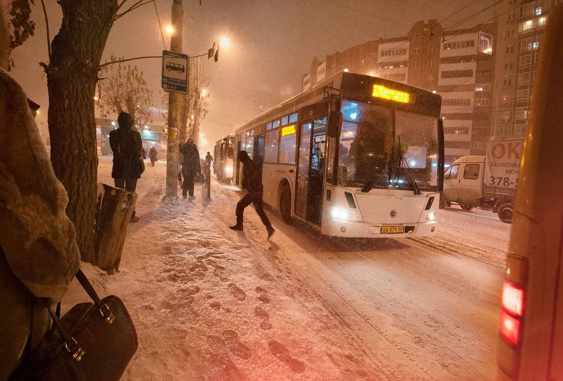 серия Зима в городе зима метель