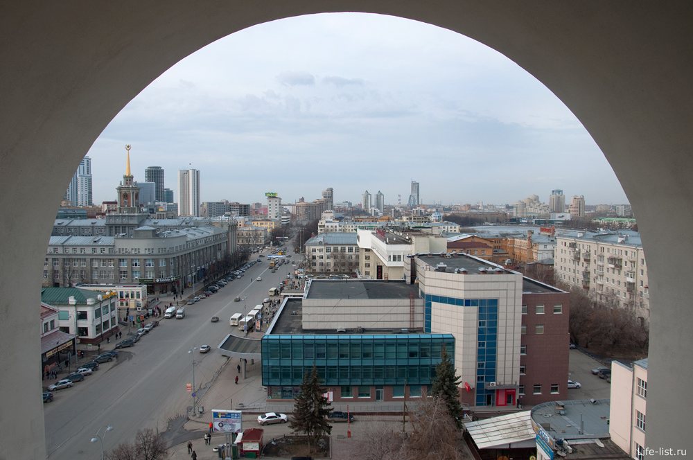 Арка вид на центр города