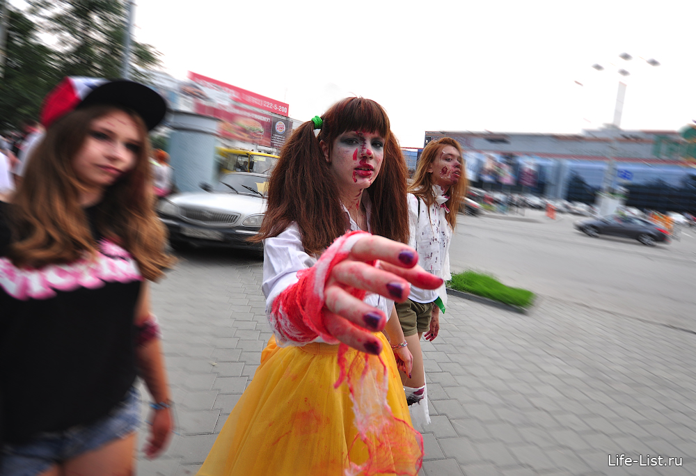 зомби девушка в Екатеринбурге шествие фотограф Виталий Караван
