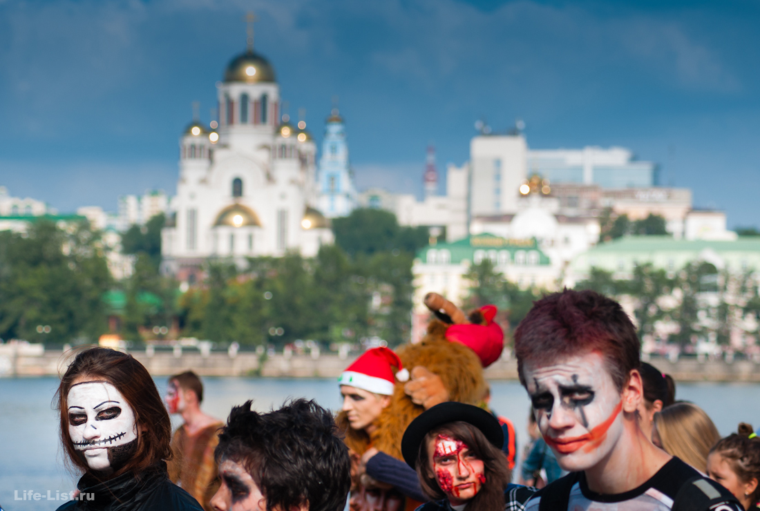 парад Зобми флешмоб на фоне храма на крови Екатеринбург фото Виталий Караван